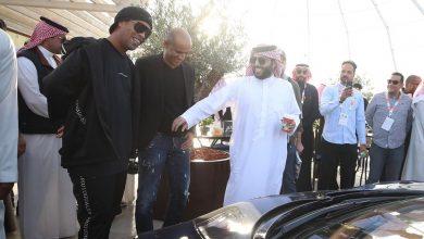 Photo of البرازيلي رونالدينيو يفتتح معرض الرياض للسيارات بشراء أول سيارة