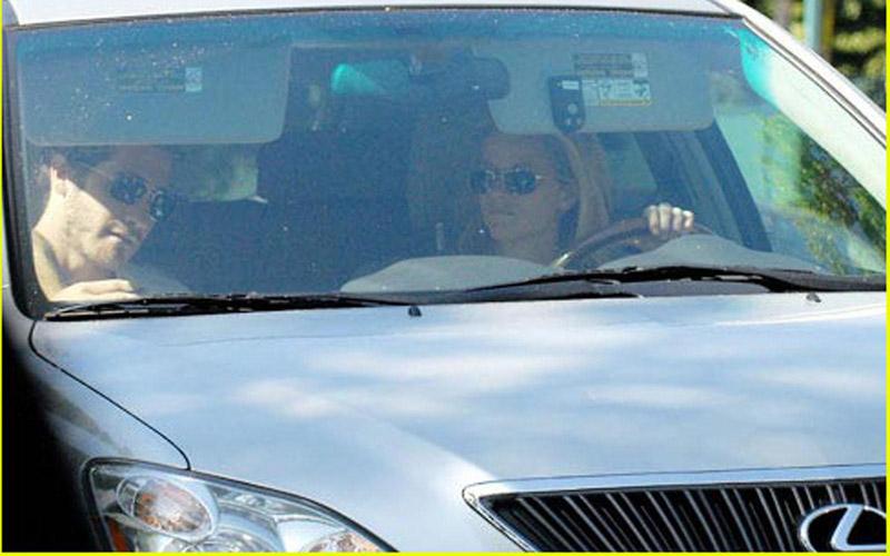 ريز ويذرسبون تمتلك سيارة لكزس