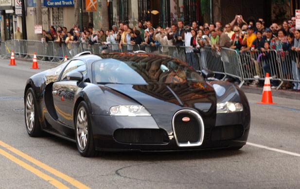 السيارة بوجاتي