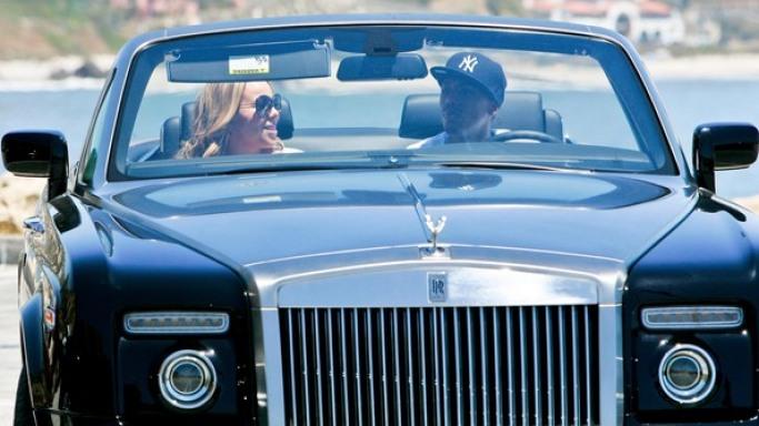 مشاهير يمتلكون سيارات فخمة